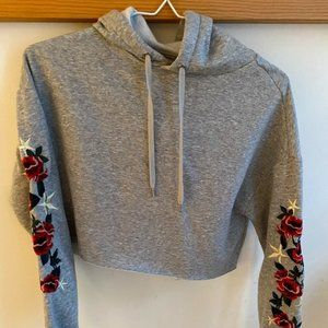 rose embroider cropped hoodie